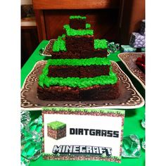 "Use brownies for ""Dirtgrass"" at a Minecraft party www.weheartparties.com"