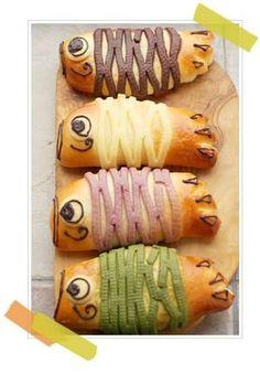 Carp Streamer BREAD♫(carp-shaped wind socks traditionally flown in Japan to… Japanese Bread, Japanese Lunch, Japanese Sweets, Japanese Food, Cute Food, Yummy Food, Donuts, Bread Shaping, Cute Buns