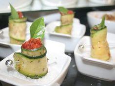 Roll de abobrinha com tomate seco e rúcula por Artur | Saladas | Receitas.com