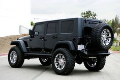 Rear View of a Jeep Wrangler Unlimited Rubicon with 94R Wheels and Toyo Open Coutry Tires.