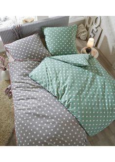 Посмотретьпрямо сейчас:  Высококачественное постельное белье с узором в горошек − внесет в Вашу спальню новую атмосферу! Оригинально: контрастная окантовка, как на пододеяльнике, так и на наволочке. В наличии стандартный размер, а также комплект из четырех изделий.