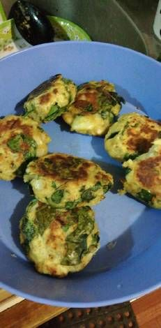 Potato pancakes with spinach and cheese Nancy Rubio's recipe - Modern Vegetarian Recipes, Snack Recipes, Healthy Recipes, Avocado Salad Recipes, Potato Pancakes, Spinach And Cheese, Cheese Recipes, I Love Food, Food To Make