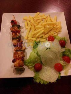 Descubre el restaurante tapería cafetería Stefany en el centro de Vigo. Reserva aquí tu mesa con descuento.