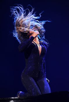 """La cantante norteamericana Beyonce durante su presentación en el """"Mrs. Carter Show World"""" en el Staples Center de Los Angeles, 2/7/2013. (AP)"""