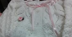 TRICO FEITO A MÃO Crochet Coat, Knit Baby Sweaters, Baby Knits, Tricot Baby, Cute