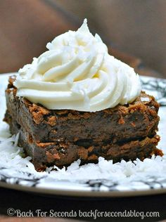 Coconut Cream Brownies @Backforseconds #brownies #coconut #frosting