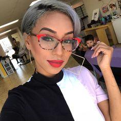 Funky Glasses, Nice Glasses, Cat Eye Glasses, Glasses Frames, Types Of Ear Piercings, Fashion Eye Glasses, Eyeglasses For Women, Womens Glasses, Curly Hair Styles