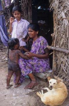 INDIA - Life in the slum
