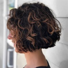 Short Curly Shaggy Brunette Bob Frisuren lockig 65 Different Versions of Curly Bob Hairstyle Thin Curly Hair, Short Curly Bob, Curly Hair Styles, Shaggy Short Hair, Curly Bangs, Bob With Bangs, Pelo Bob Ondulado, Brunette Bob, Choppy Bob Hairstyles