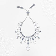Made of matte marble, diamonds and sapphires, the Jodhpur necklace is crafted following the great tradition of Indian princes' jewelry, with a richly adorned underside. The Maison included this feature to make the jewel perfectly reversible.