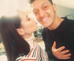 Mandy Capristo und Mesut Özil schweben auf Wolke 7.