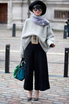 Oversized belt and the hat are to die! #accessoriedelight