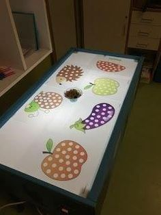 Our decorative ideas for the renovation of the kitchen buffet - HomeDBS Sensory Table, Sensory Bins, Sensory Play, Pre K Activities, Sensory Activities, Reggio Children, Rainbow Project, Diy And Crafts, Crafts For Kids