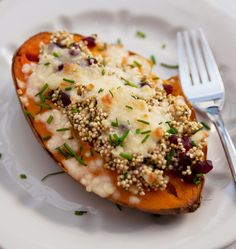Enjoy this delicious Baked Sweet Potatoes Recipe in your dinner or lunch. This is a healthy complete vegetarian recipe. Weight watchers can have this delicious baked sweet potato recipe, for lunch or dinner along with a healthy soup to complete the meal. Healthy Recepies, Healthy Food Options, Healthy Dinner Recipes, Vegetarian Recipes, Healthy Soup, Sweet Potato Toppings, Sweet Potato Recipes, Potato Ideas, Clean Eating Recipes