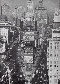 Times Square in NYC, 1960    http://themidtownmen.com/