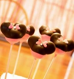 Minnie Mouse lollidots! #cakepops #minniemouse