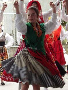"""GRUPO FOLCLÓRICO """"AS FLORINHAS DO ALTO MINHO"""" Portuguese folk costume with interesting skirt"""