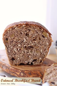 Oatmeal breakfast bread from Roxanashomebaking. Packed with rolled oats, walnuts and raisins for a fueling and satisfying breakfast Pain Garni, Breakfast Bread Recipes, Brunch Recipes, Bread Machine Recipes, Bread Rolls, Sweet Bread, Bread Baking, Bakery, Cooking Recipes