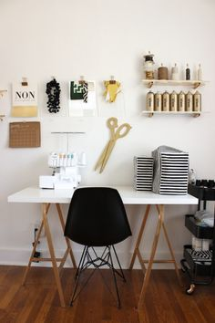Browse pictures of home office design. Here are our favorite home office ideas that let you work from home. Workspace Inspiration, Decoration Inspiration, Decor Ideas, First Apartment Decorating, Room Corner, Home And Deco, Trendy Bedroom, Sweet Home, Room Decor