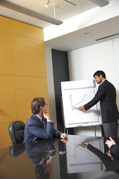 Wypowiedzenie zmieniające, albo jak to woli wypowiedzenie warunków pracy i płacy jest stosunkowo skomplikowaną konstrukcją prawną. Warto wiedzieć jak zachować się kiedy pracodawca wręcza takie wypowiedzenie. Przeczytaj co pisze o tym adwokat Wrocław  http://wypowiedzenie-umowy-o-prace.pl/wypowiedzenie-zmieniajace/