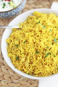 Riz pilaf au curcuma (riz épicé indien) Pilaf rice with turmeric is full of flavors. Easy to make and ready in 25 minutes! It is also good with an Indian raita sauce (yogurt sauce). Rice Recipes, Indian Food Recipes, Crockpot Recipes, Vegetarian Recipes, Dinner Recipes, Healthy Recipes, Ethnic Recipes, Polenta, Gnocchi