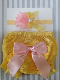 What an adorable little lace bloomer set! Perfect for those 1st birthday or special occasion pictures! The bloomers are made with ruffles and