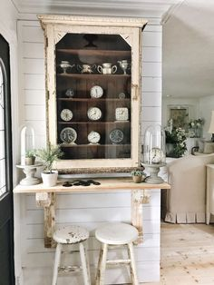 40 Fantastic Rustic Farmhouse Home Decoration Ideas ~ Ideas for House Renovations Country Farmhouse, Farmhouse Decor, Farmhouse Front, Farmhouse Furniture, Vintage Farmhouse, The Found Cottage, Ikea Sectional, Sweet Home, Cool Ideas