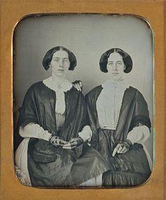 GORGEOUS-YOUNG-WOMEN-SAME-DRESSES-FRIENDS-SISTERS-1-6-PLATE-DAGUERREOTYPE-D694