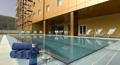 Hotel Macià Real De La Alhambra Granada Located 3 km from the centre of Granada, Macià Real de la Alhambra features Arabic Baths. Free WiFi is available throughout the hotel.  All contemporary rooms at the Hotel Real de la Alhambra have a flat-screen TV and a safety deposit box.