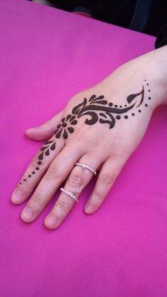 Henna Tattoo Designs Simple, Finger Henna Designs, Unique Mehndi Designs, Beautiful Henna Designs, Latest Mehndi Designs, Mehndi Designs For Hands, Henna Tatoos, Henna Mehndi, Hand Tattoos