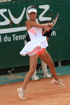 View the Woman crush Wednesday - Alize Lim photo gallery on Yahoo Sports. Mode Tennis, Wta Tennis, Sport Tennis, Tennis Players Female, Cross Country, Tennis Legends, Professional Tennis Players, Tennis Fashion, Outfits
