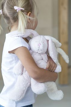 Pentik - Halipupu Hug Bunny | Every child will find his/her favourite from cute Halipupu (Hug Bunny) soft toys. These bunnies come in three colours and three sizes: 18 cm, 29 cm and 39 cm. Delight your sweet little ones with small yet important things.