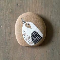 Little Herringbone-Wing Bird is here to wish you a very Happy Sunday! • • • • • #art #artwork #painting #paintedstone #bird #birdart #housebeautiful #illustration #nestandflourish #studio #makersmovement #makersgonnamake #abmlifeisbeautiful #etsyshop #interiordesign #homedecoration #homesandgardens #homedecor #mybeautifulmess #pursuepretty #natashanewton #natashanewtonart #artlicensing #flashesofdelight #thesimpleeveryday #thesimplethings #thatsdarling #stoneart