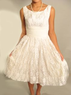 I hate that I'm pinning a wedding dress...BUT I want to make my dress with my mama and have it look like this