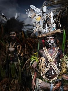 Papuan boy Tahiti, Martial, Out Of Africa, Photographs Of People, Pretty Photos, Papua New Guinea, Anthropology, People Around The World, Body Painting