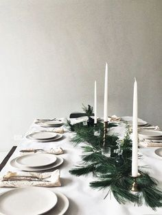A beautifully simple Christmas table Elegant Christmas, Noel Christmas, Modern Christmas, Simple Christmas, Winter Christmas, All Things Christmas, Christmas Aesthetic, Xmas Holidays, Christmas Wishes