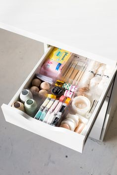 DIY Drawer Dividers to Organise your Craft Supplies - using corrugated plastic sheets