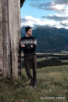 Sweter męski ERACLIO to stylowa propozycja z limitowanej kolekcji Mont Blanc od Giacomo Conti. Regularny fason będzie odpowiedni dla każdego typu sylwetki, a dodatkowo pozwoli na warstwowy ubiór. Okrągły dekolt subtelnie wyeksponuje kołnierzyk koszuli. Sweter w oryginalny norweski wzór w biało-pomarańczowym kolorze, który dodaje uroku oraz niepowtarzalnego charakteru klasycznemu modelowi. Punk, Winter, Model, Collection, Fashion, Mont Blanc, Winter Time, Moda