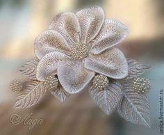 Готовые работы можно увидеть в профиле мастера.Объемная вышивка на проволочном каркасе. Листики крепятся на проволоке,серединка цветка из  бисера.