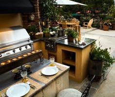 Espaço gourmet. Ideias para receber os amigos e a família. Jardim com espaço gourmet, churrasqueira de inox, banquetas altas, bancada gourmet. Integração de ambientes. Dicas para projeto de espaço gourmet.