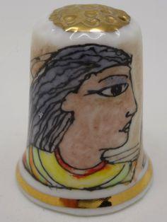 Motivos egipcios. Porcelana, Peter Carver. Inglaterra. 2013