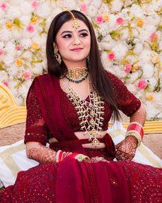 Indian Bridal Photos, Indian Bridal Outfits, Indian Bridal Fashion, Indian Fashion Dresses, Dress Indian Style, Bridal Dresses, Wedding Lehenga Designs, Designer Bridal Lehenga, Indian Bridal Lehenga