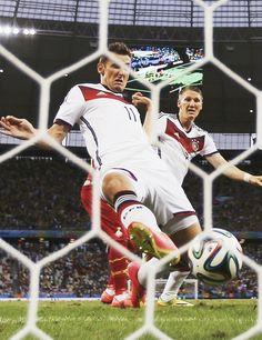 Miroslav Klose's legendary goal Question Of Sport, German National Team, Fifa 2014 World Cup, Word Cup, Bastian Schweinsteiger, World Cup Champions, Fc Bayern Munich, World Cup Winners, Good Soccer Players