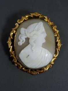 LOVELY ANTIQUE VICTORIAN CARVED SHELL GODDESS CAMEO BROOCH IN GOLD PLATED MOUNT