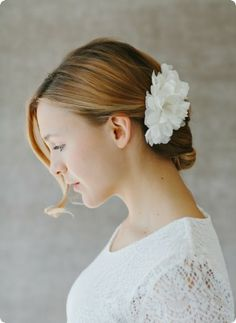 Bridal Headpiece silk flower - www.bellejulie.de