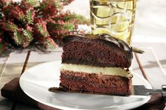 Triple chocolate cake (recipe in Greek) Chocolate Desserts, Chocolate Cake, White Chocolate, Greek Pastries, Cake Recipes, Dessert Recipes, Greek Sweets, Yummy Cakes, Just Desserts
