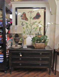 Picture, lamp, chest of drawers and table accessories