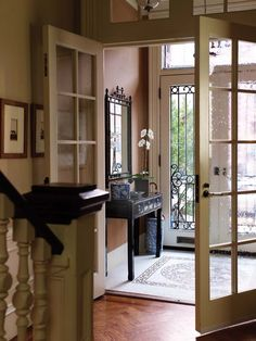 This Chinoiserie vestibule is the perfect blend of exotic and elegance to welcome visitors into your home...