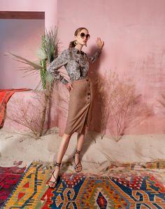 Вдохновением для новой летней коллекции от Alena Goretskaya стала Африка. Это яркая цветовая палитра, смешение стилей, анималистические и этнические принты, натуральные материалы, фурнитура и, конечно же, авторские аксессуары, которые дополнили и завершили образы, ярко отражающие стиль коллекции. #alenagoretskaya #аленагорецкая #лето2020 #летнийобразженский #летнийобраз #тренды2020 #мода2020 #летнийобразнаработу #весна2020 #африка #образналето #платье #аксессуары2020 #аксессуары #топ #юбка