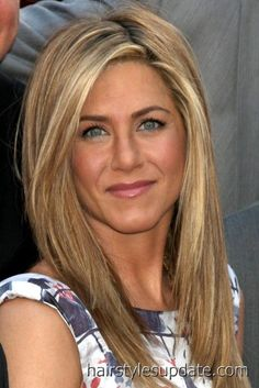 Jennifer Aniston is finally revealing to the world the secret to her beautiful hair. Read more about The Living Proof for Jennifer Aniston's Beautiful Hair Over 40 Hairstyles, Celebrity Hairstyles, Pretty Hairstyles, Straight Hairstyles, Boho Hairstyles, Wedding Hairstyles, Short Hairstyles, Blonde Hairstyles, Long Haircuts